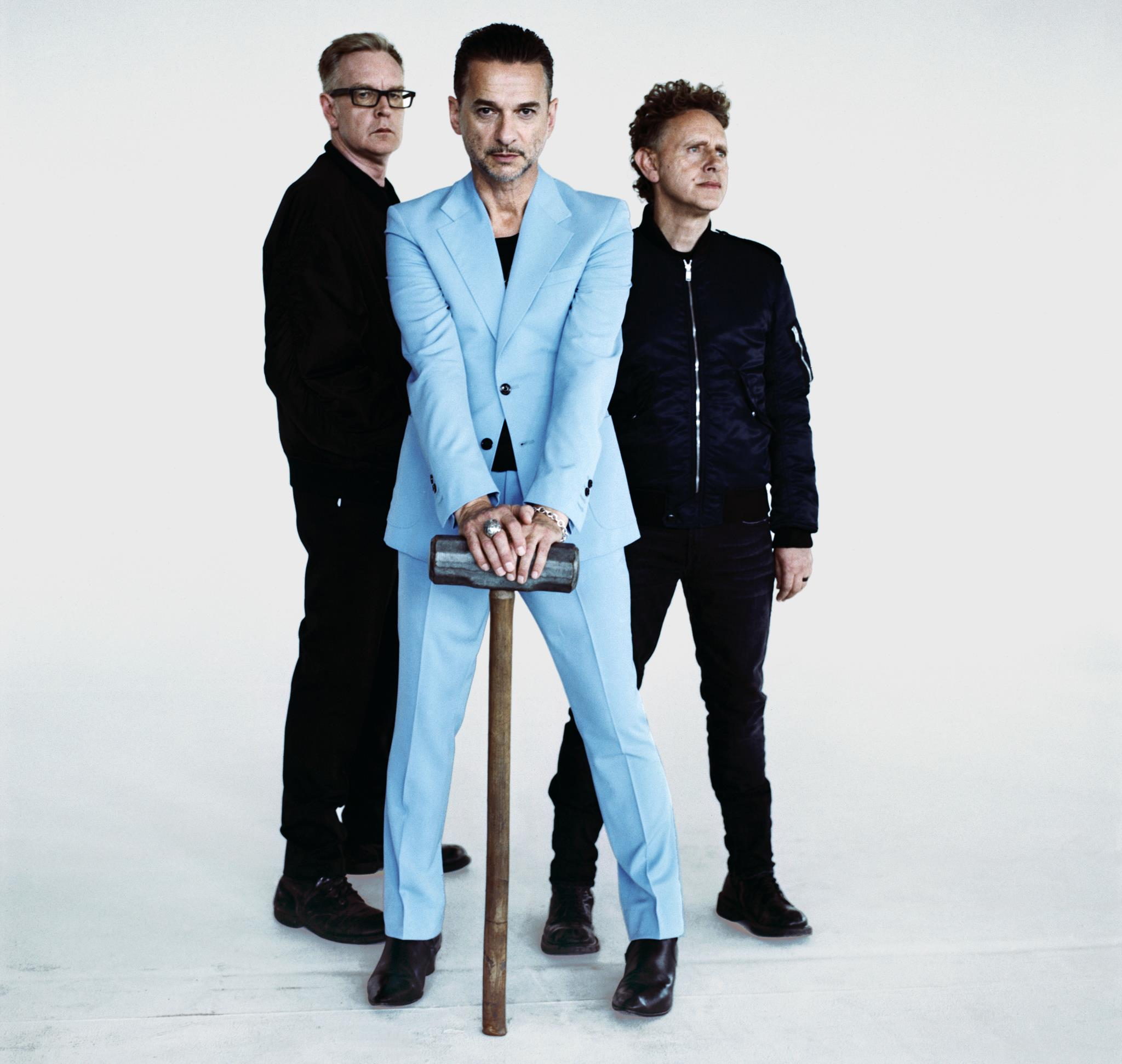 <p>Depeche Mode: um disco de interrogações, com a voz de Dave Gahan a questionar como é que o mundo chegou até aqui</p>