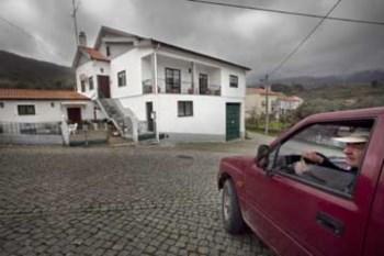Moradia em Faia foi construída sob a responsabilidade de Sócrates seis metros para lá do local aprovado