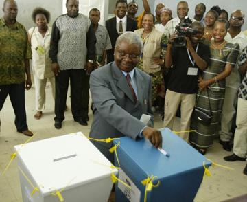 A Frelimo e o actual Presidente moçambicano, Armando Emílio Guebuza, são referidos no telegrama como cúmplices do tráfico