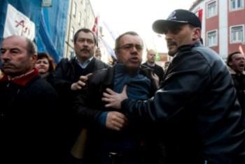 <p>O sindicalista José Manuel Marques (centro) foi um dos detidos</p>
