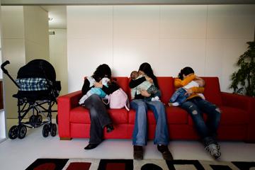 Em 2009, nasceram mais de 4300 bebés de mães adolescentes