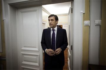 A iniciativa pretende contribuir para um eventual Governo liderado por Passos Coelho