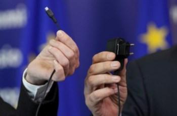 O carregador único, mostrado na cerimónia desta terça-feira (Francois Lenoir/Reuters)