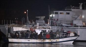 Durante a noite chegaram 977 pessoas a Lampedusa