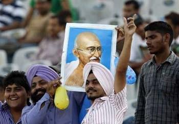 Outra revelação surpreendente é a de que Ghandi seria racista