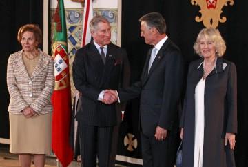Príncipe Carlos e duquesa da Cornualha estarão até amanhã em Portugal