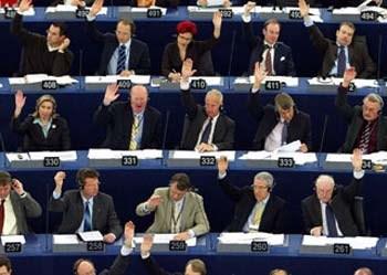 Metade dos eurodeputados portugueses não abdica de viagens em executiva