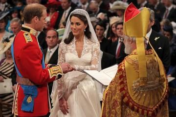 William e Kate no momento da troca de alianças