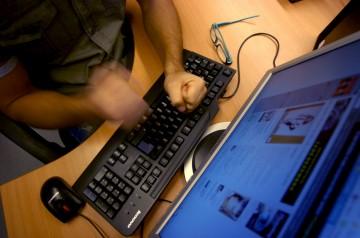 O assédio sexual era feito através da Internet