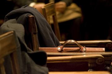 O acesso a um advogado é considerado essencial para garantir a defesa de todos os suspeitos