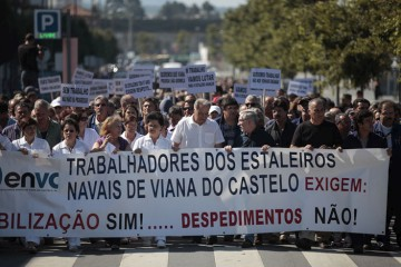 <p>Numa manifestação realizada hoje mais de 3000 pessoas contestaram os despedimentos nos estaleiros</p>