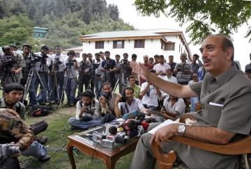 Ghulam Nabi Azad diz que sexo entre homens não deveria acontecer