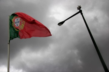 A agência mantém o rating português em vigilância negativa