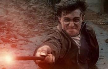 """""""Harry Potter e os Talismãs da Morte: Parte 2"""" é o derradeiro capítulo da obra de J. K. Rowling"""
