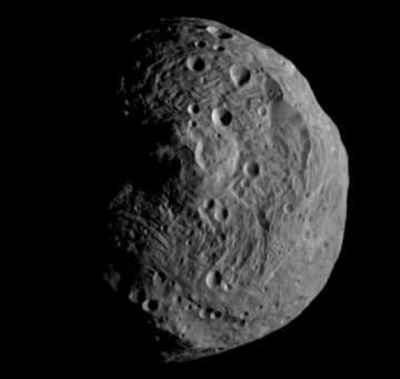 A sonda vai procurar luas durante a aproximação a Vesta