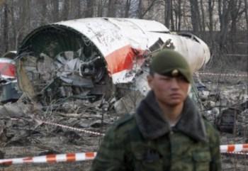 Kaczynski, a sua mulher, Maria, e um grupo de militares e responsáveis políticos de topo da Polónia morreram no acidente