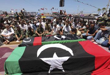 O general foi hoje sepultado em Bengasi