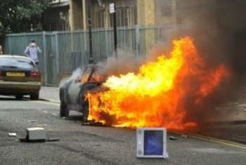 Um caro foi incendiado em Hackney
