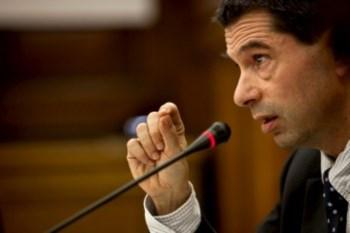 <p>Vítor Gaspar anuniou ontem a antecipação do aumento do IVA sobre a electricidade e o gás</p>