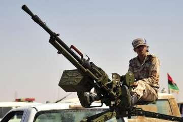 Rebeldes líbios aproximam-se de Sirte