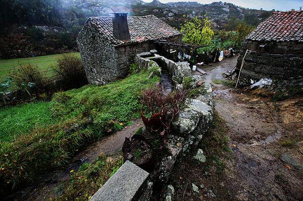 O moinho de Ariz§ no meio da serra