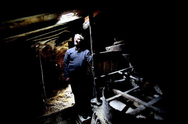 Augusto Jesus Ferreira§ o moleiro da aldeia de Ariz ouve os lobos uivar à noite