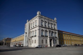 <p>Dívida directa ao Estadoportuguês diminuiu em 13 milhões de euros</p>