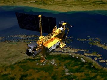O satélite pesa cerca de seis toneladas