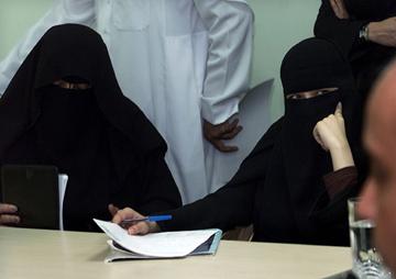 Mulheres sauditas estão impedidas de viajar, trabalhar ou conduzir