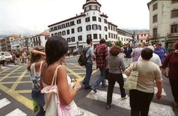 Viaturas da Empresa de Electricidade da Madeira transportam ilegalmente eleitores