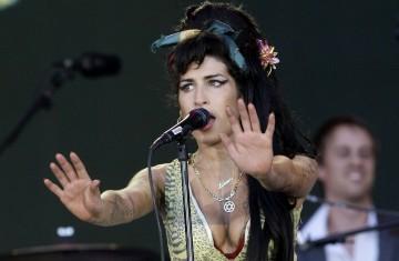 Amy Winehouse durante a atuação no Rock in Rio, em 2008 (Juan Medina/Reuters/Arquivo)