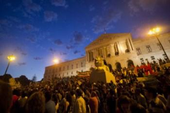 Os manifestantes invadiram a escadaria da Assembleia da República