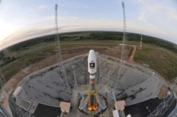 O foguetão na base de lançamento