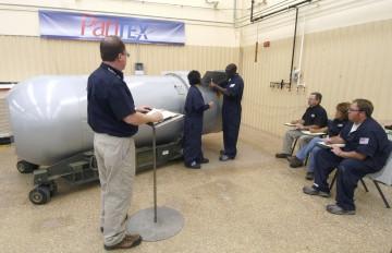 Antes de ser desmantelada, os funcionários treinaram as operações necessárias para a desactivar