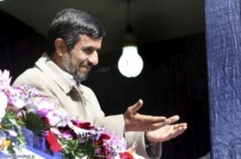 O Presidente Mahmoud Ahmadinejad sempre negou que o programa tivesse fins militares