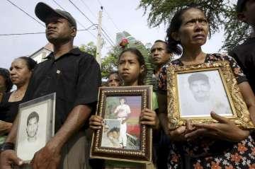 Familiares das vítimas recordam durante uma manifestação em 2007 os que morreram em Santa Cruz