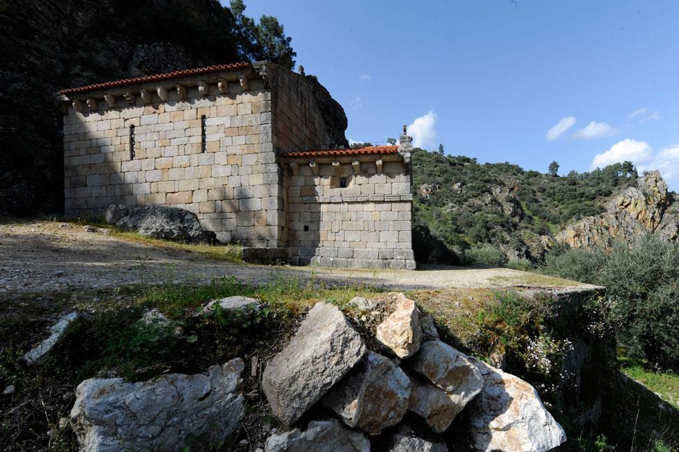 Tabuaço | Igreja de São Pedro das Águias