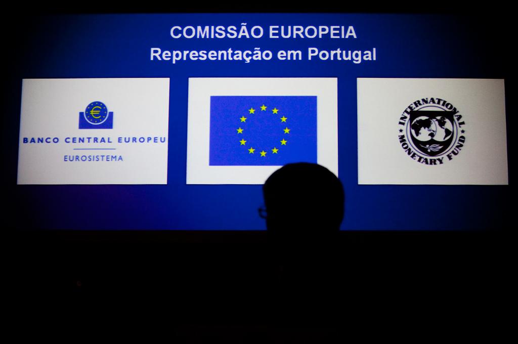 <p><i>Troika</i> é composta por BCE, Comissão europeia e FMI</p>