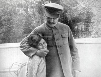 Estaline com a sua única filha