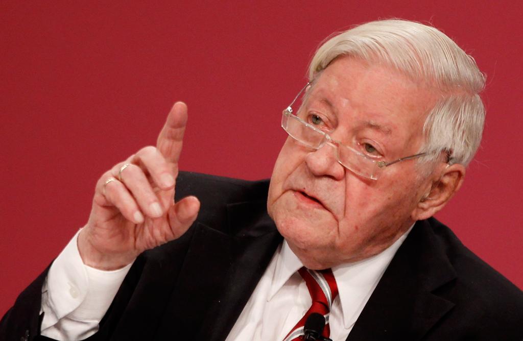 Helmut Schmidt invocou a memória da recuperação alemã após a guerra de 1939-1945