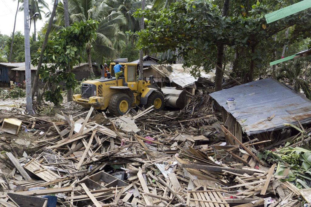 Casas, ruas e pontes foram destruídas ou arrastadas pela água