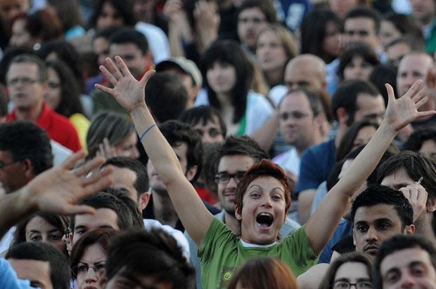 Adeptos durante um jogo de futebol do Euro 2008 com comentários de Gabriel Alves e Dj Space Ensemble (7 de Junho de 2008)