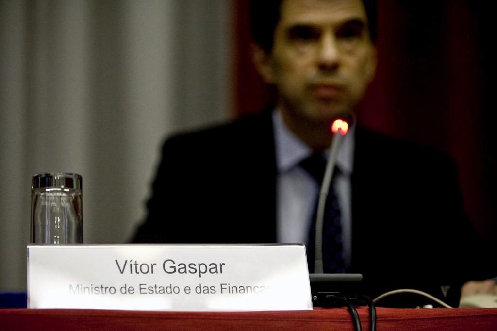<p>Vítor Gaspar garantiu no parlamento que a despesa extraordinária será assumida pelo Orçamento do Estado</p>