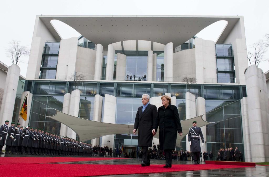 <p>Mario Monti e Angela Merkel hoje em Berlim</p>