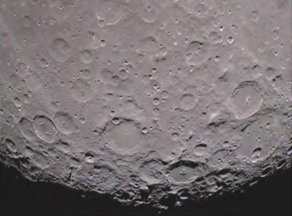 Imagem do Pólo Sul do lado oculto da Lua