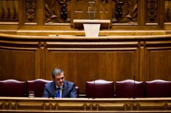O livro foi pago pelo gabinete do ministro Miguel Relvas