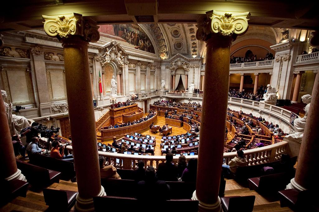 Parlamento rejeita beber água da torneira porque sai 30 vezes mais cara
