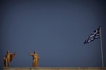 <p>Grécia acordou com a UE um segundo resgate financeiro de 130 mil milhões de euros</p>