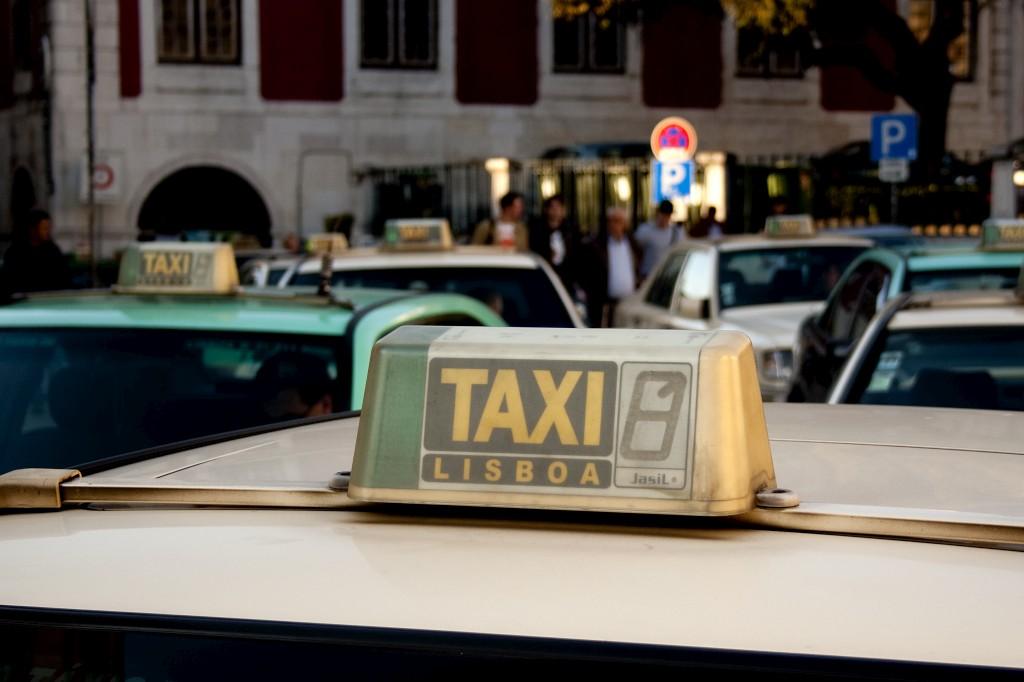 Lisboa está à procura de soluções para resolver o excesso de táxis na cidade