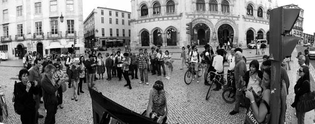 Lisboa. 25 de Abril de 2011. Em frente à Estação do Rossio